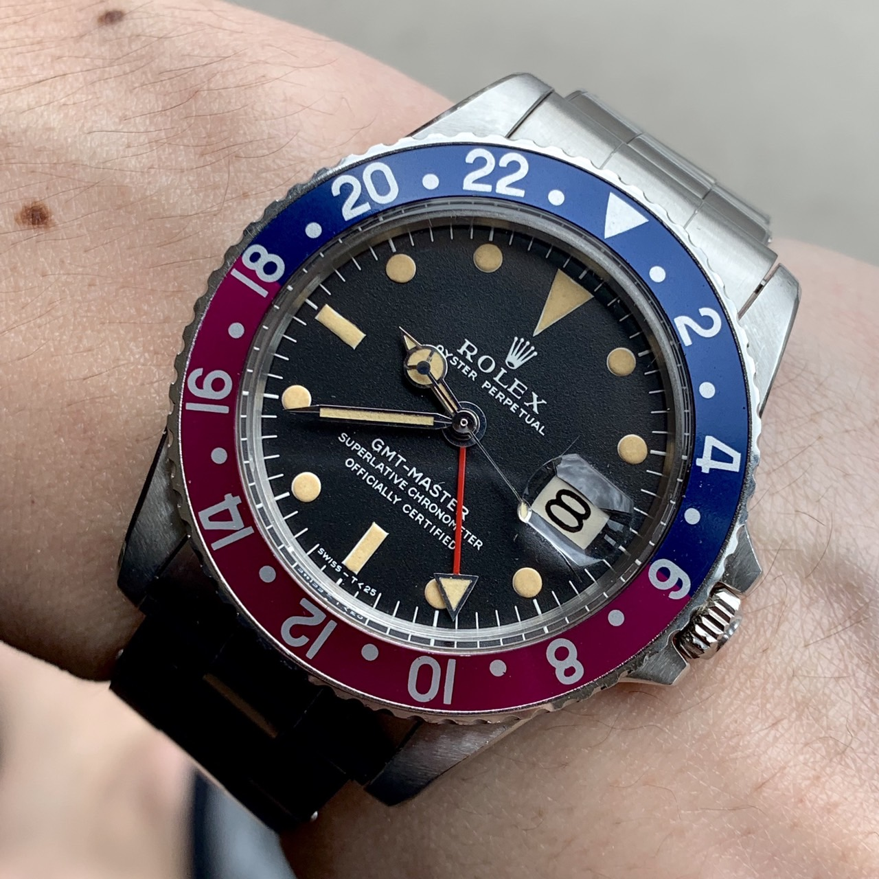 Rolex 1675 GMT with fuschia bezel #status sold